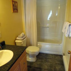 Pomquet Beech Cottages: Deer Den Bathroom